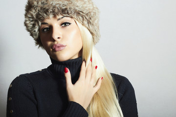 Beautiful Fashion Blond Woman in Fur.Beauty Girl.Winter Style
