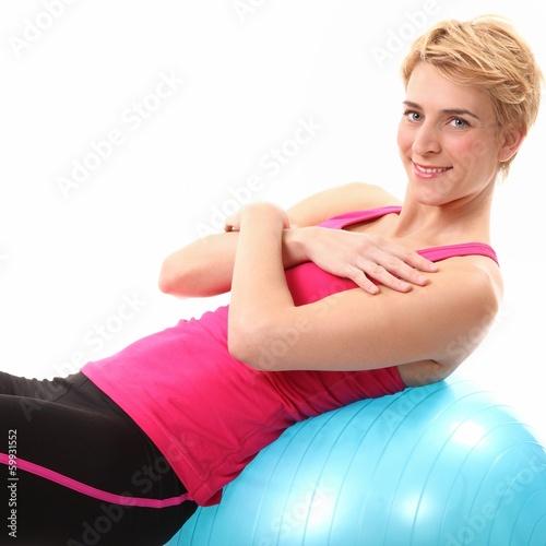 Bauchübung auf einem Ball
