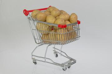 Kartoffeln im Einkaufswagen