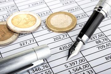 Füllfederhalter Euromünzen auf Tabelle