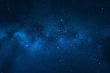 Nocne niebo - wszechświat pełen gwiazd, mgławic i galaktyki