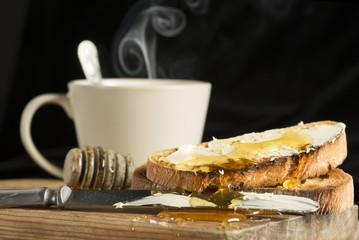 Tostadas francesas con miel y mantequilla