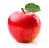 Dojrzałe jabłko z liści