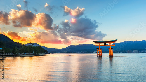 Foto op Plexiglas Japan Great floating gate (O-Torii) at Miyajima