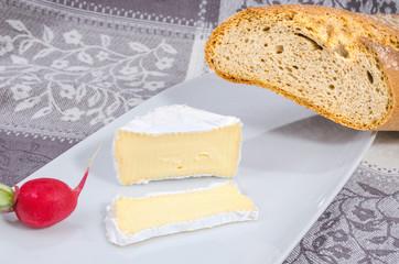 Camembert mit Brot 1