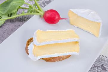 Camembert mit Brot 9