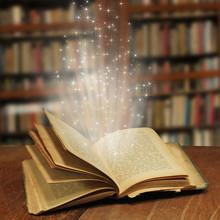 Otwarty magiczne książki z magii światła
