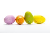 4 bunt bemalte eier isoliert