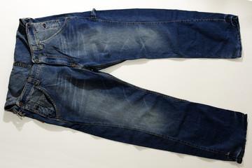 Jeans scuri