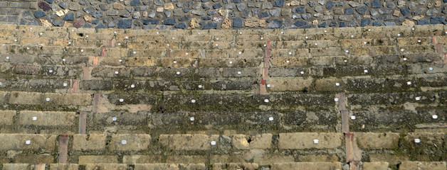 Амфитеатр, каменные сиденья. Помпеи, древнеримский город