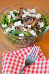Rucola Salat mit Pilzen und Feta