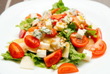 Salad with gorgonzola, pear and cherry tomaties