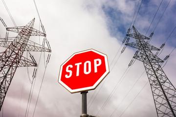 Stromleitung und Stoptafel