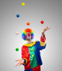 Clown juggling balls