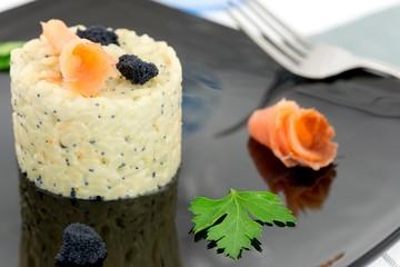 tortino di riso con salmone e caviale