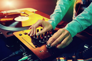 dj hands on clubbing decks equipment