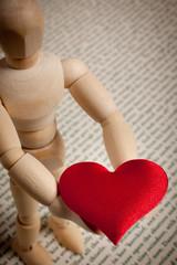 manichino e cuore rosso