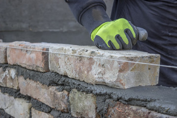 Installing brick, build a brick wall 2