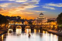 Coucher de soleil vue de la basilique Saint-Pierre et le Tibre, à Rome. Italie