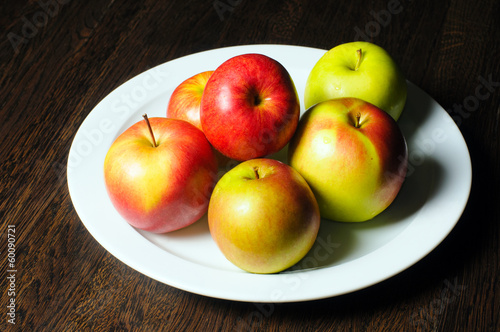 plate with apples and mint
