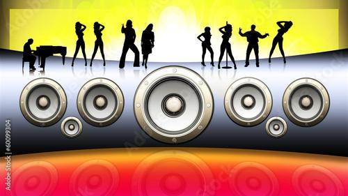 Tanzende Menschen mit Musikbox