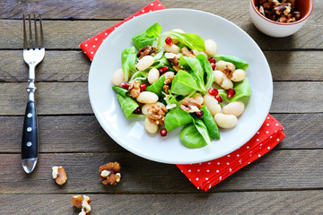 bright and healthy salad with white beans