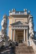 Die Gloriette im Schlossgarten von Schloss Schönbrunn in Wien