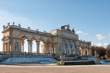 Die Gloriette im Schlossgarten von Schloss Schönbrunn