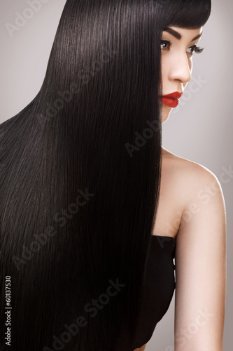 Hair. Beautiful Woman with Healthy Long Hair. Red Lips