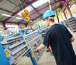 Industriearbeiter bei Maschinenreparatur