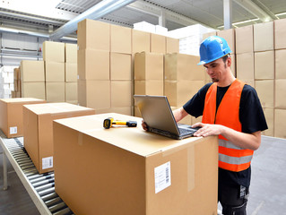 Arbeiter in der Logistik // employees in logistics