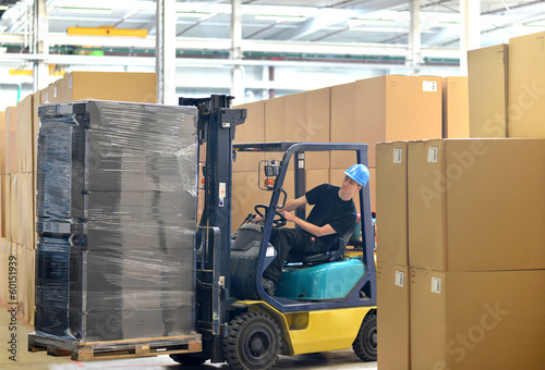 canvas print picture Gabelstaplerfahrer in d. Logistik // logistics shipping