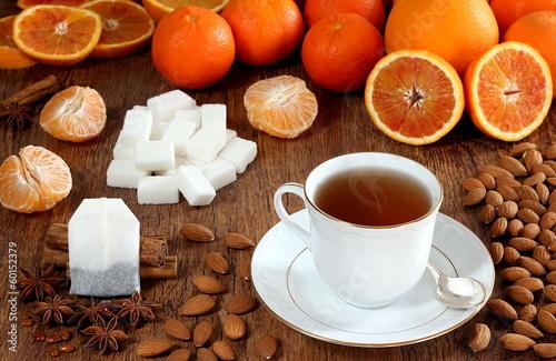 Tè, cannella e agrumi