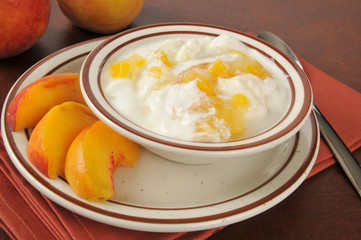 Greek yogurt with fresh peaches