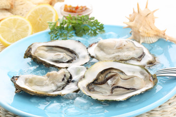 very fresh raw oysters with lemon juice