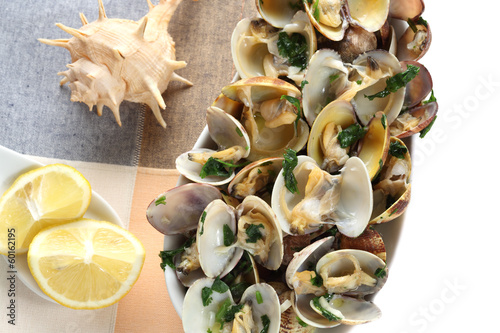 steamed clams seasoned with olive oil, garlic and parsley-medite