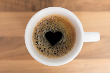 Kaffee mit Herzform im Schaum