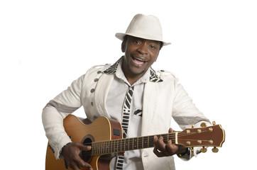 Afrikanischer Gitarrist mit Gitarre