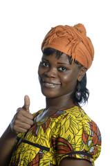 Hübsche Afrikanerin hält Daumen hoch
