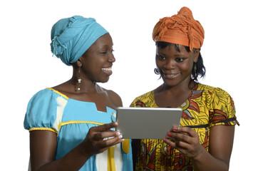 Afrikanische Frauen mit Tablet PC
