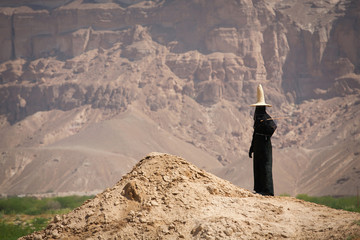 Woman in the hat in Yemen