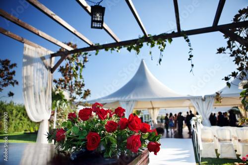 ceremonia en exterior. decoración de celebraciones - 60179300