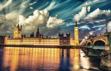 London. Spectacular night view of Westminster and Thames river a
