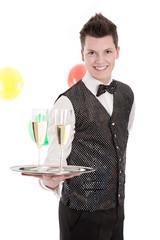 Ober isoliert mit zwei Gläser Champagner zum Karneval