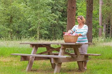 Woman preparing a picnic