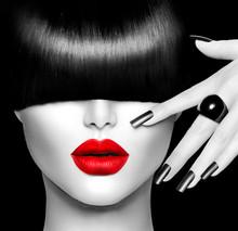 Modelka dziewczyna z modnych fryzur, makijażu i manicure