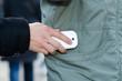 dieb stiehlt handy aus der jackentasche Trickbetrug