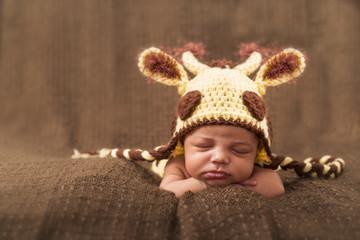 Kleiner Bub mit gestrickter Mütze