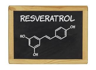 chemische Strukturformel von Resveratrol auf einer Schiefertafel