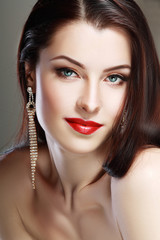red lips perfect make up
